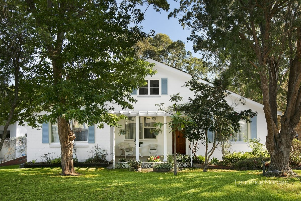 Large family home in leafy location