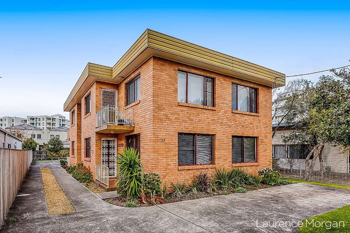 Ground floor apartment with school and bus stop at your door