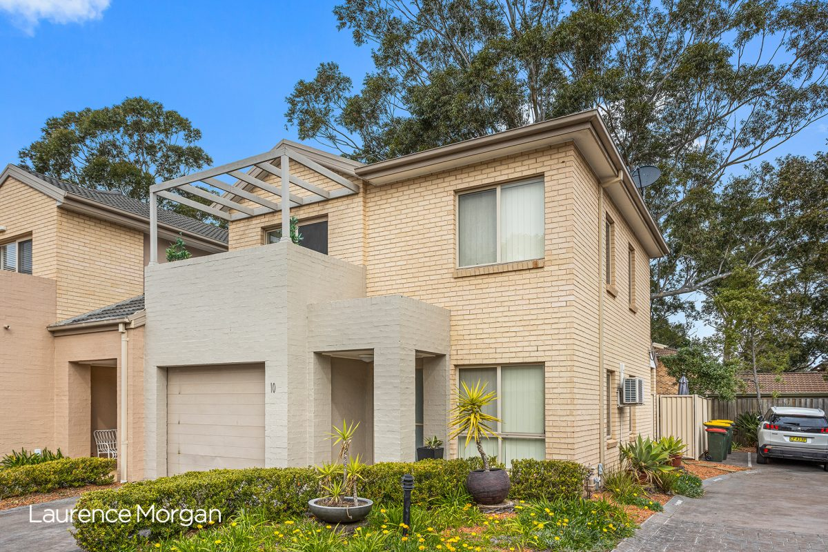 Sunny Townhouse In Great Lifestyle Location